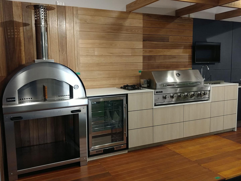 Outdoor Kitchens   Custom Outdoor Kitchen BBQs & Cabinets